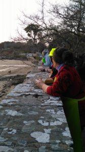 Les Cuisiniers solidaires à Penboch au bord de la plage